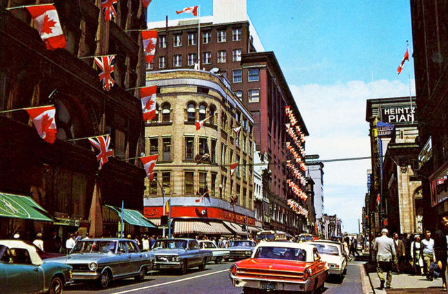 If the thrills of all the shopping at Yonge & Queen weren't enough, we could visit Toronto's new City Hall just west of Simpson's and Eaton's on Queen Street.